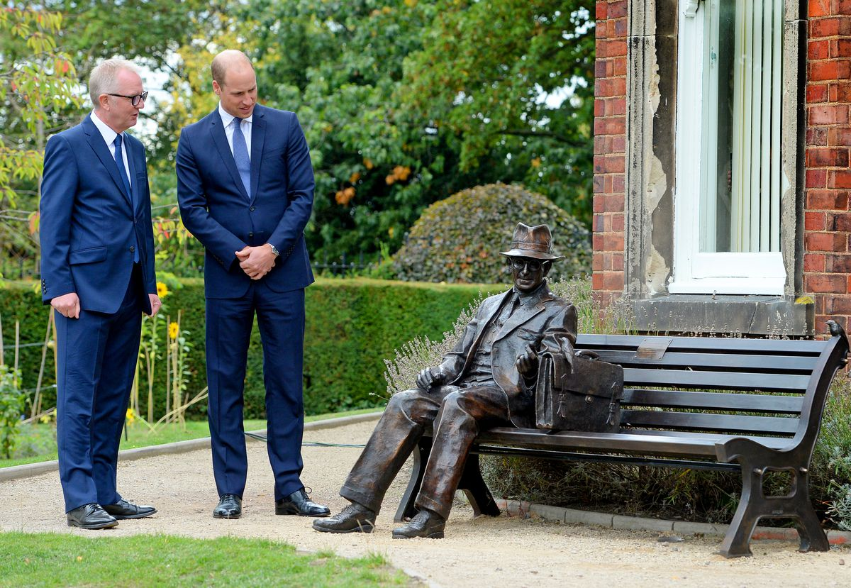 Ian Austin and Prince William at the unveiling of the Frank Foley statue in Stourbridge