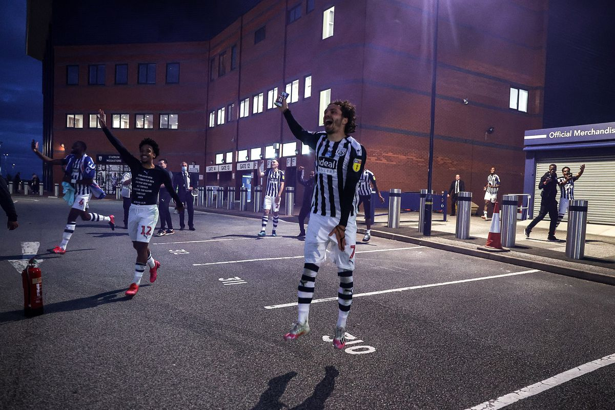 Players of West Bromwich Albion celebrate with the fans. Photo: AMA