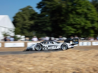 Volkswagen's I.D. R Pikes Peak sets record on Goodwood hill climb