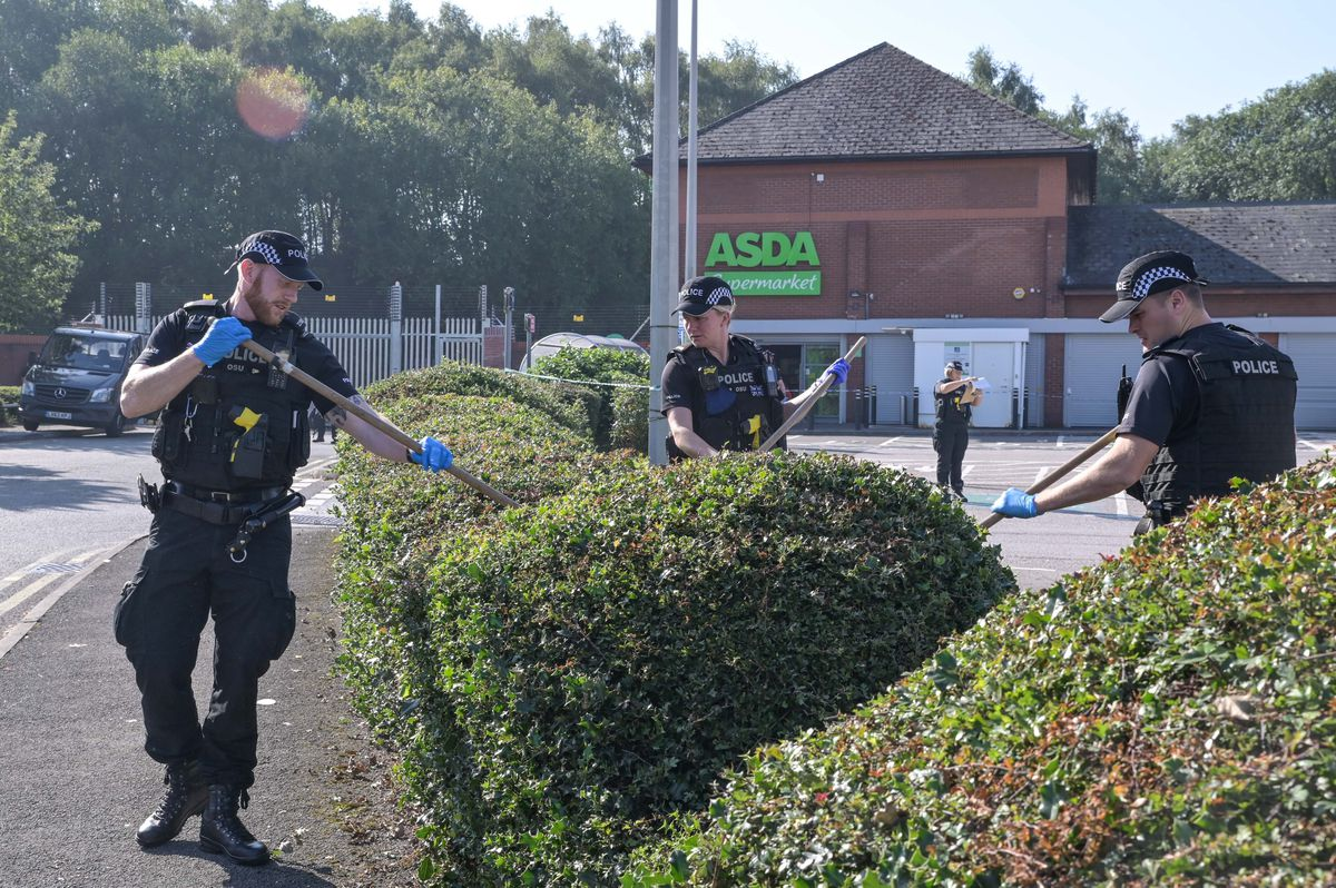 Police combed the area for evidence in the hours after the stabbing. Photo: SnapperSK