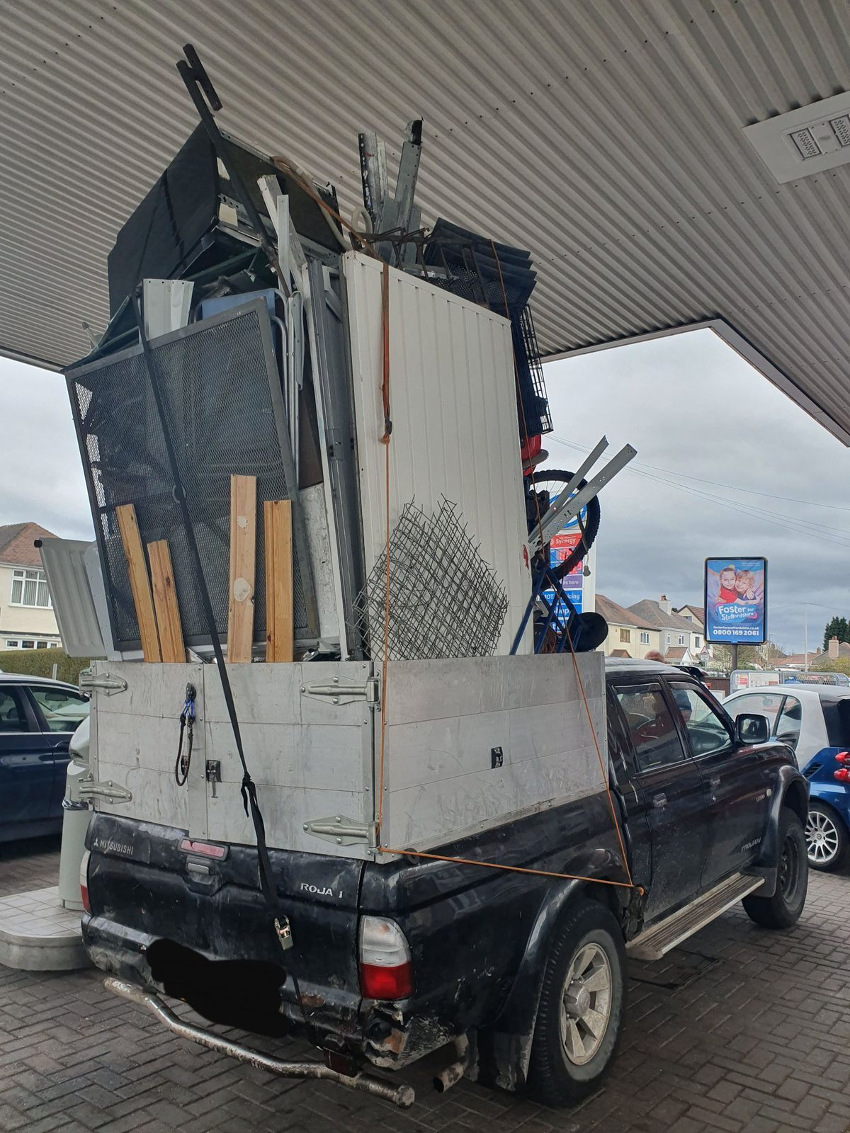 The vehicle piled high with junk (Image: CMPG)