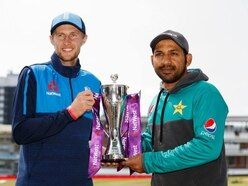 England win the toss and elect to bat first against Pakistan