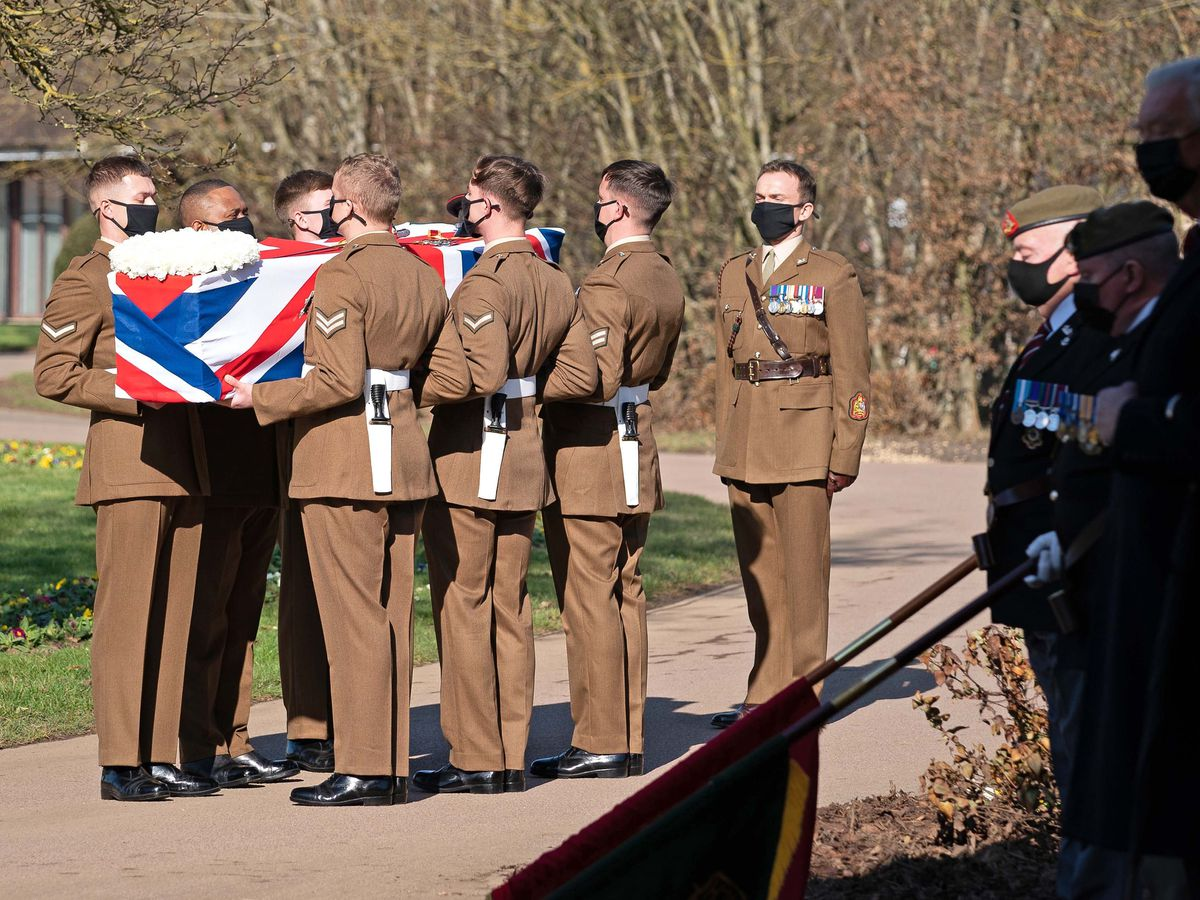 WWII plane flypast marks Capt. Tom Moore's funeral
