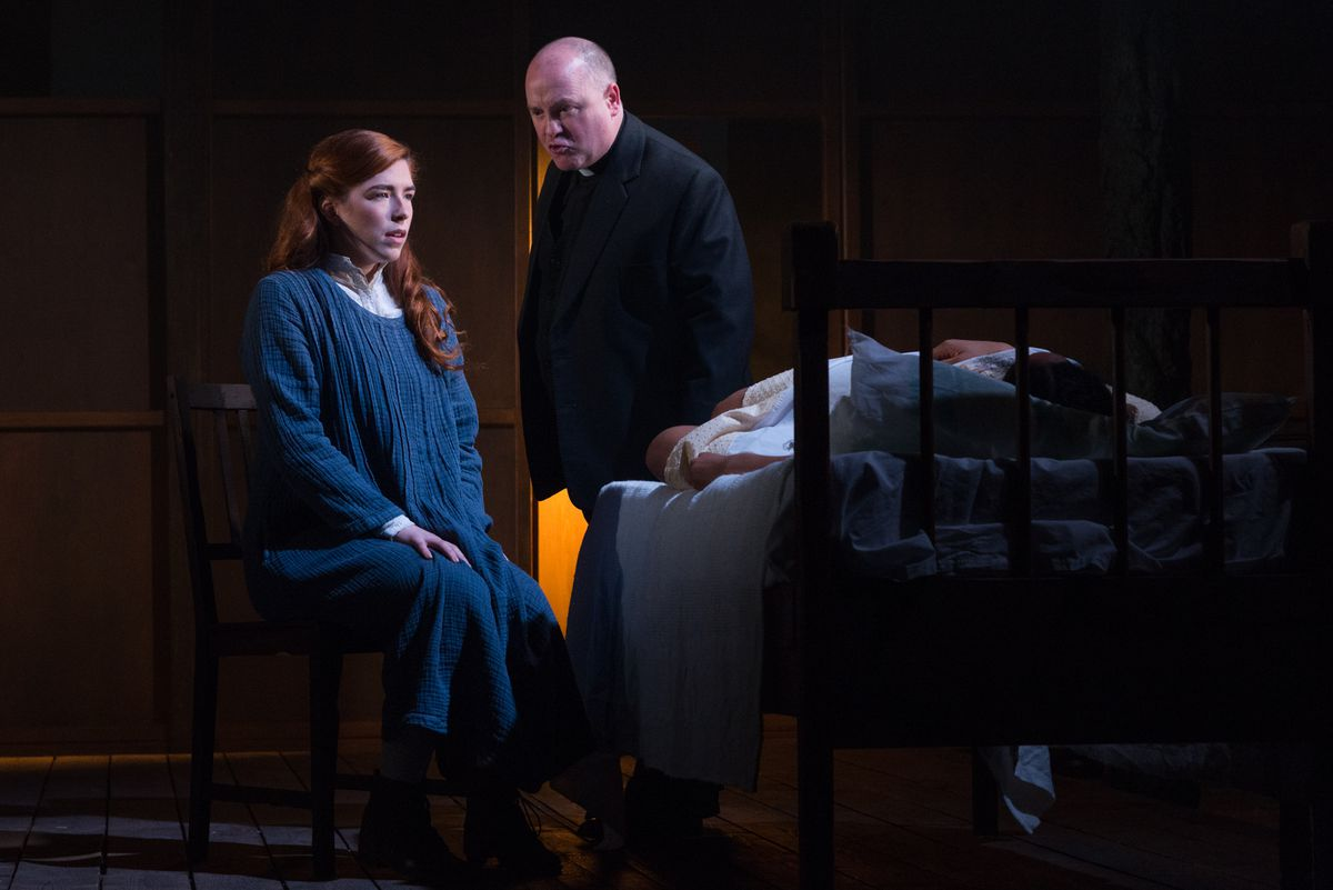 Lucy Kierl as Abigail Williams and Cornelius Clarek as Reverned Parris. Pictures by: Alessia Chinazzo