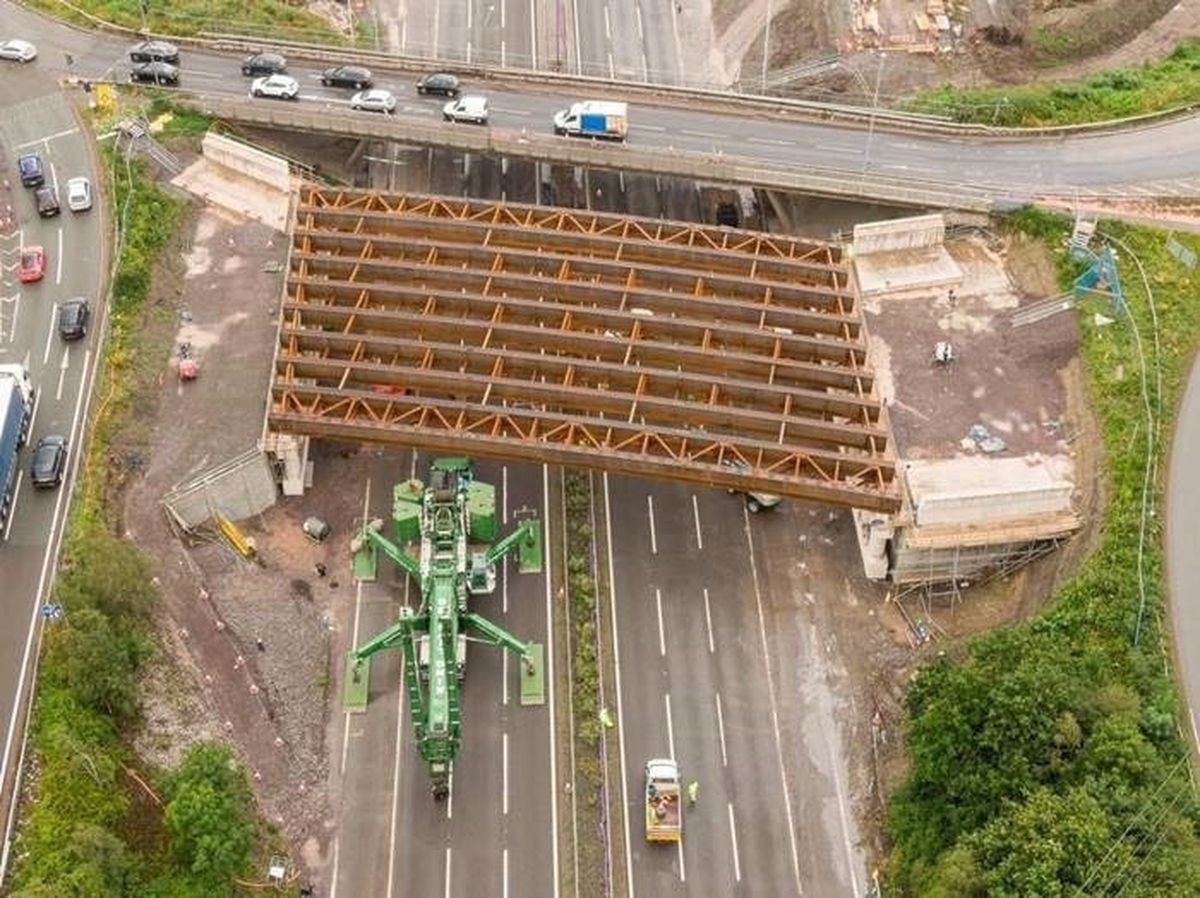 The five-braced pairs of steel beams are lifted into place by a giant crane during the north bridge works. Photo: Paul Turner