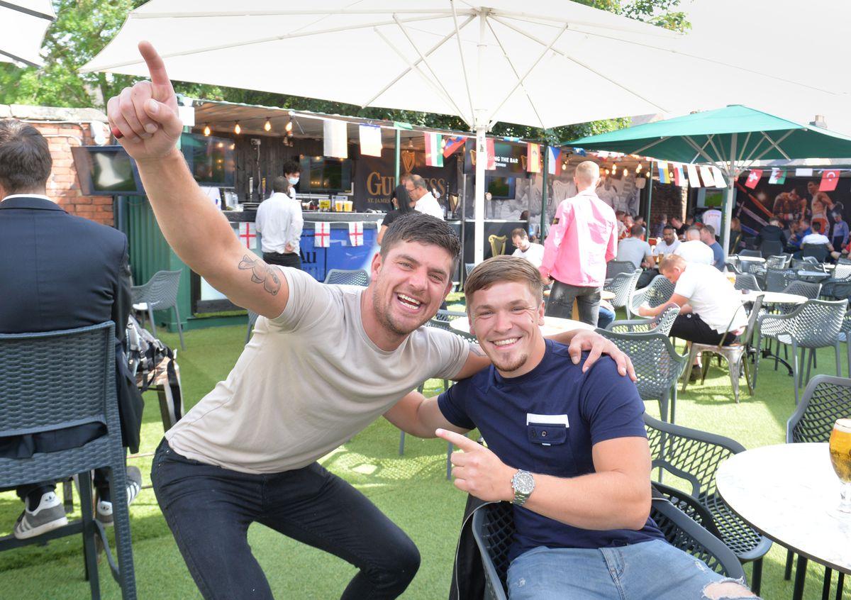 Jake Pidgley and Craig Holland at Bar Sport, Cannock
