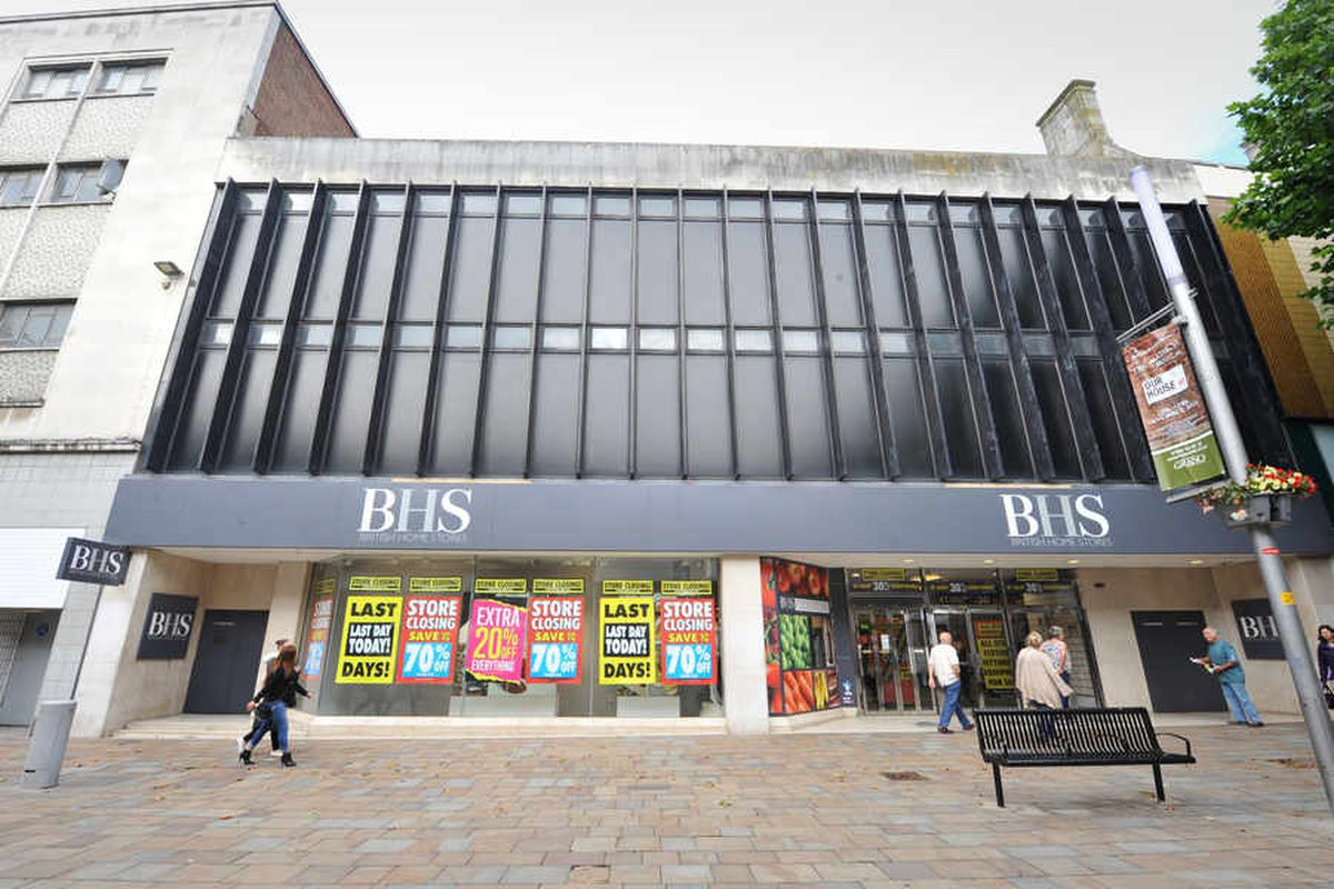 BHS Wolverhampton closes: Tearful staff mark the end of an era as Sir Philip Green comes under fire