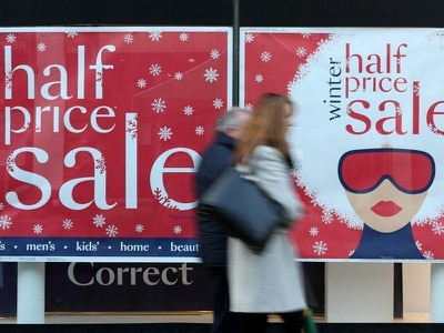 Bleak Christmas for retailers as shoppers cut back