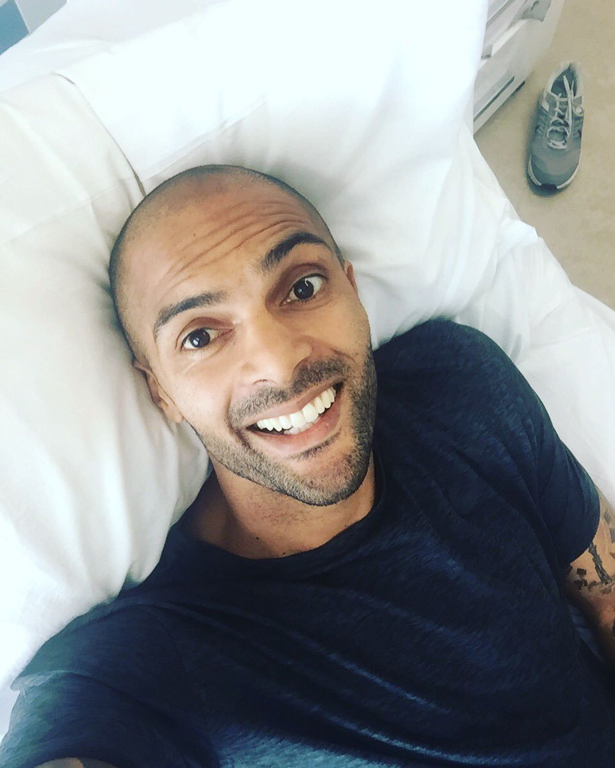 Ikeme takes a selfie in bed