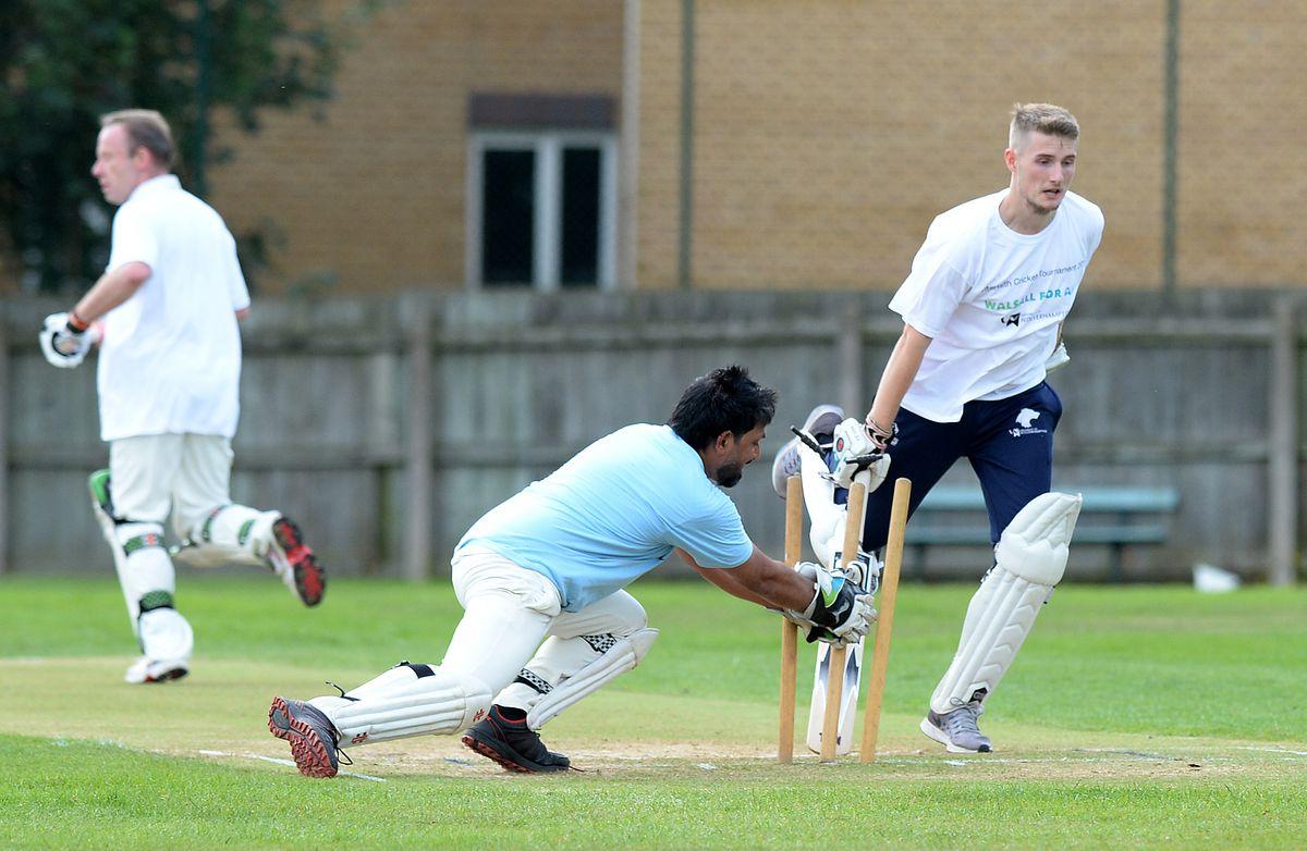 Imran Suddle tries to run out Louis Clifton