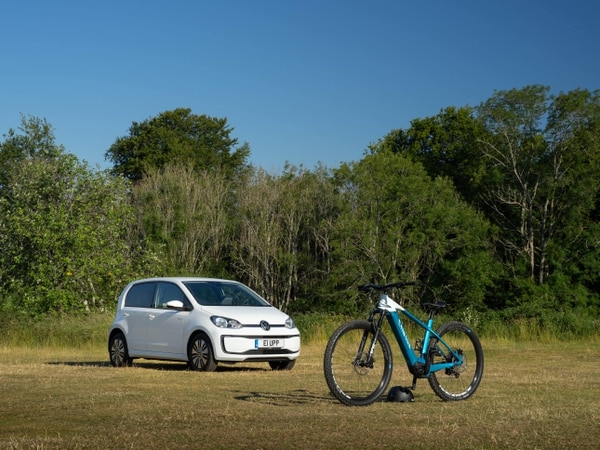 EV versus e-MTB: How is battery technology changing the way we travel?