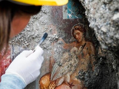 Archaeologists in Pompeii find sensual fresco of goddess and a swan