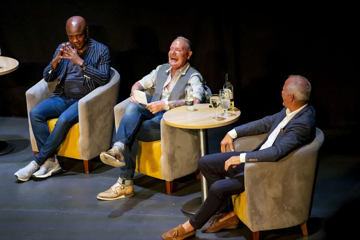 Paul Parker, Paul Gascoigne e Steve Paul condividono una battuta durante lo spettacolo Foto: Jonathan Hipkis