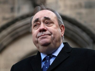 Salmond pledges to end 'uncivil war' with Sturgeon camp