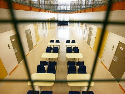 Serco to take over running of G4S immigration detention centres