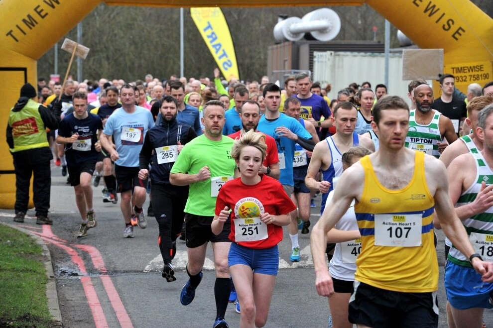 Fun runners take part in this year 39 s action heart 5 mile for Charity motors 8 mile lahser