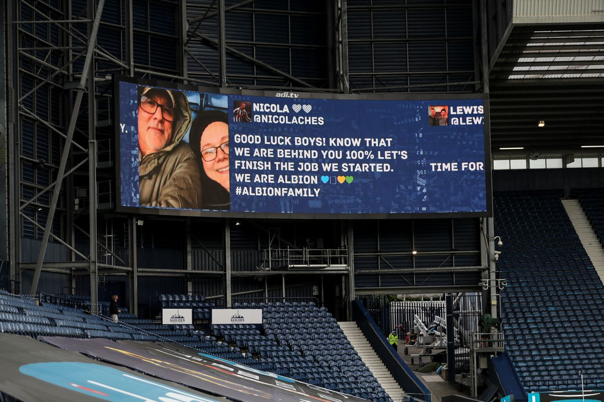 Messages from fans were shown on the big screen