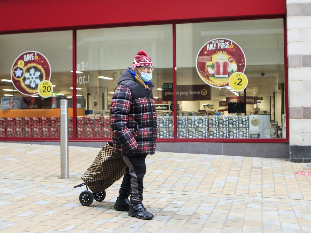 Shopper with face mask on