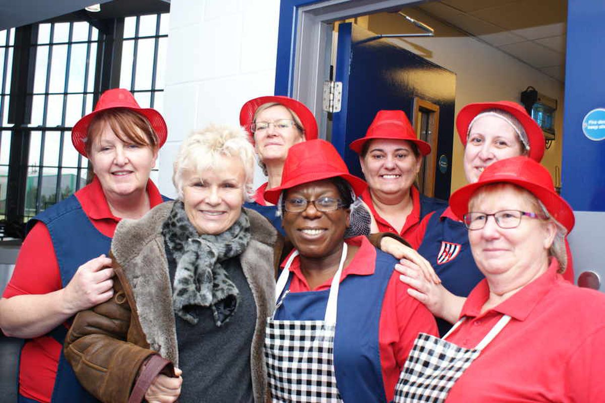 Julie Walters meets the real Dinnerladies as she serves up treat for school pupils