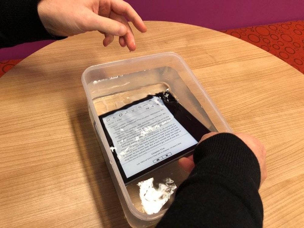 Kindle Oasis Review The Kindle Is Finally Waterproof But At A