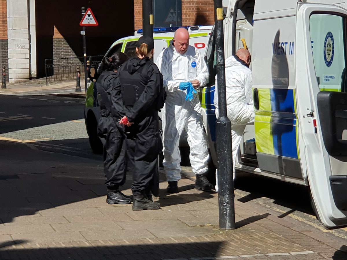 Officers were seen putting on hazardous waste suits and masks in Skinner Street