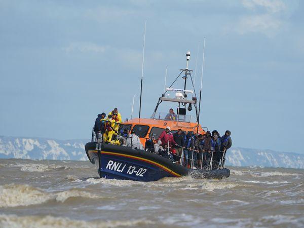 An RNLI boat brings migrants ashore