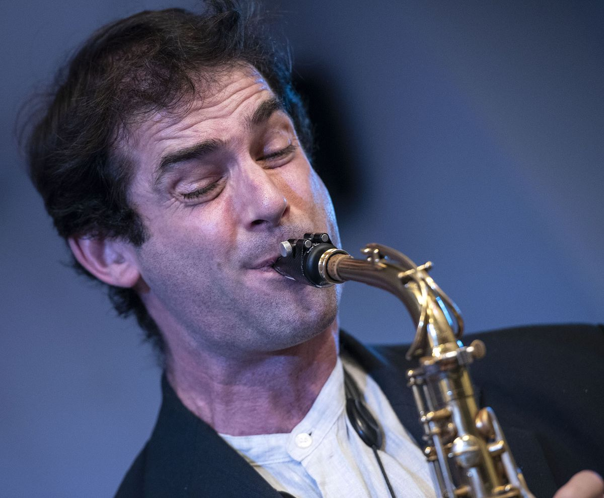 Tommaso Starace soloing with Wendy Kirkland's band in Lichfield