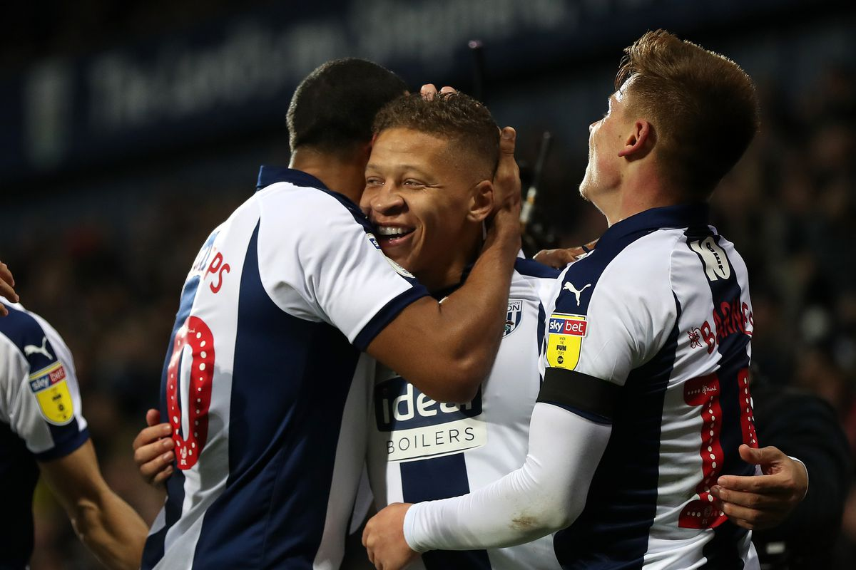 Dwight Gayle celebrates with his teammates. (AMA)