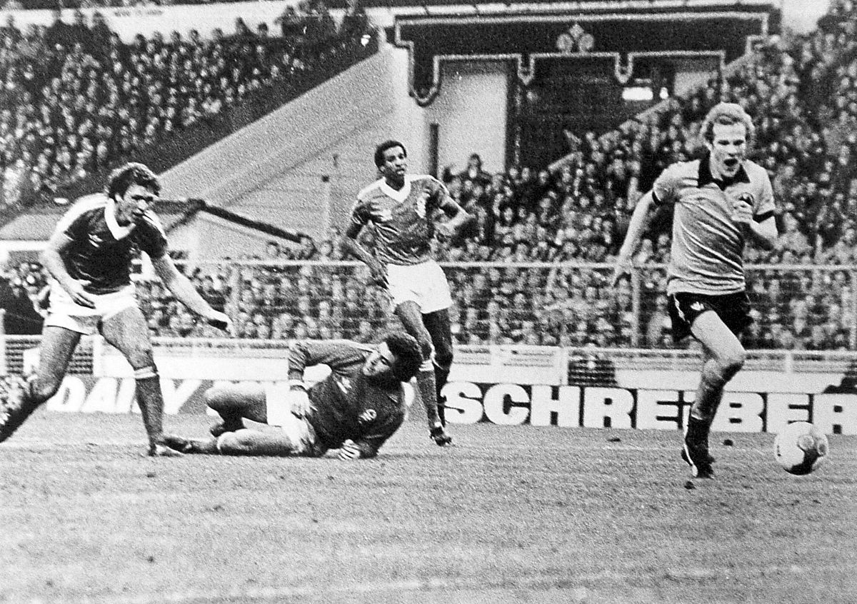 Andy Gray rolls the ball into the net for Wolves winner in the 1980 league cup final against Nottingham Forest.
