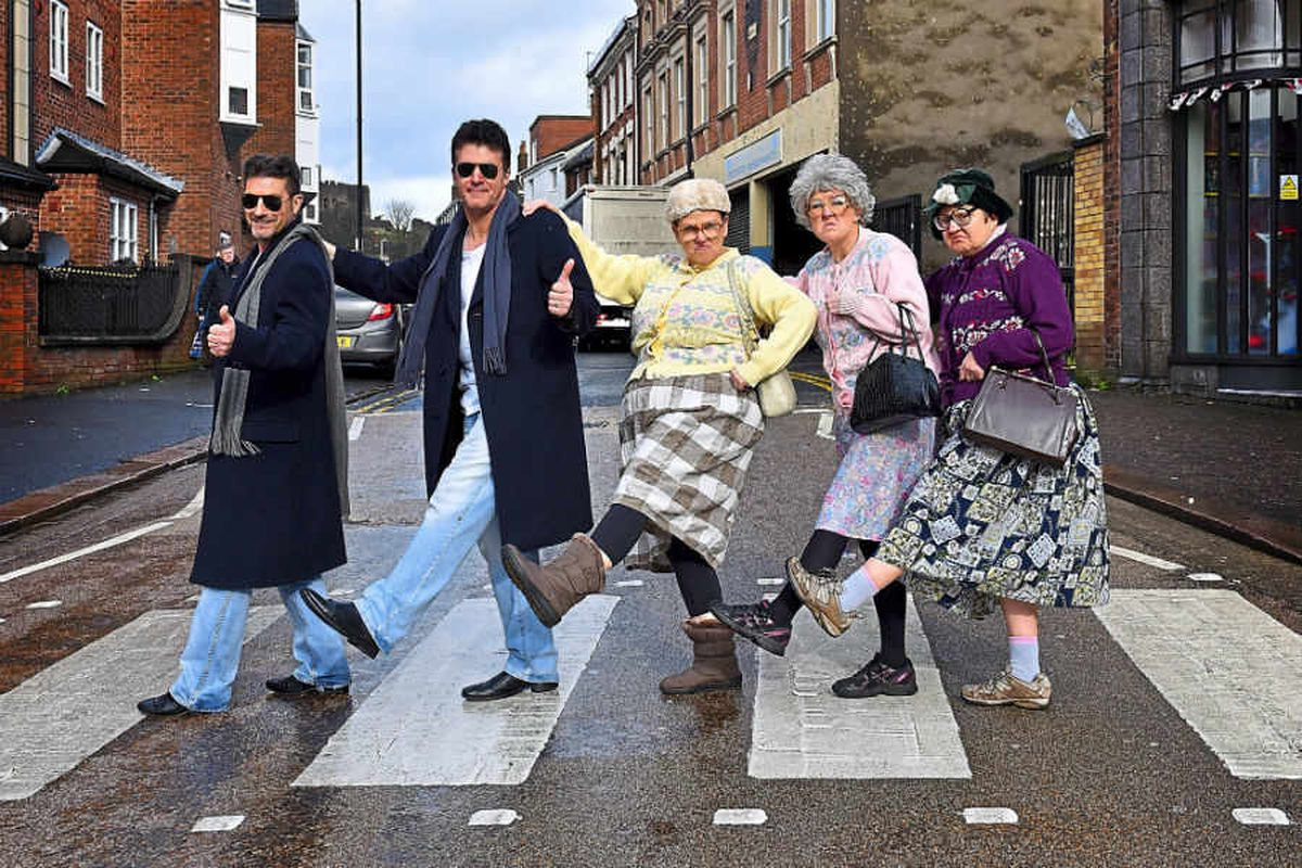 Simon Cowell look-a-likes join Fizzogs for video - with video