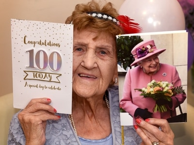 Phyllis marks her 100 years with 1920s party