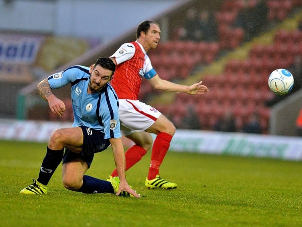 Keith Lowe signs new Harriers deal