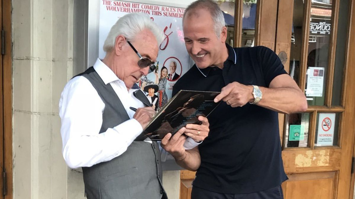 Look who it is! Bully grabs a signature with the entertainer outside the theatre