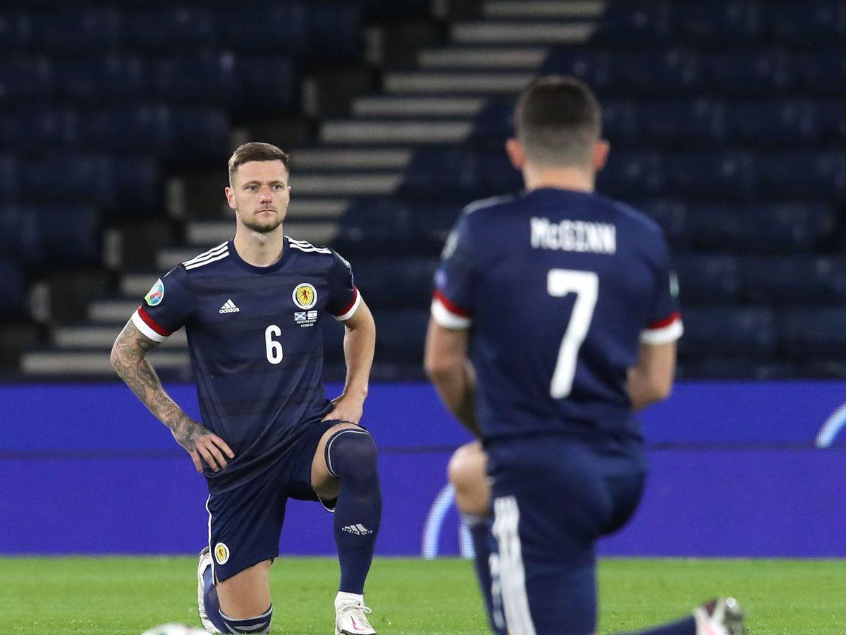 Scotland players take the knee