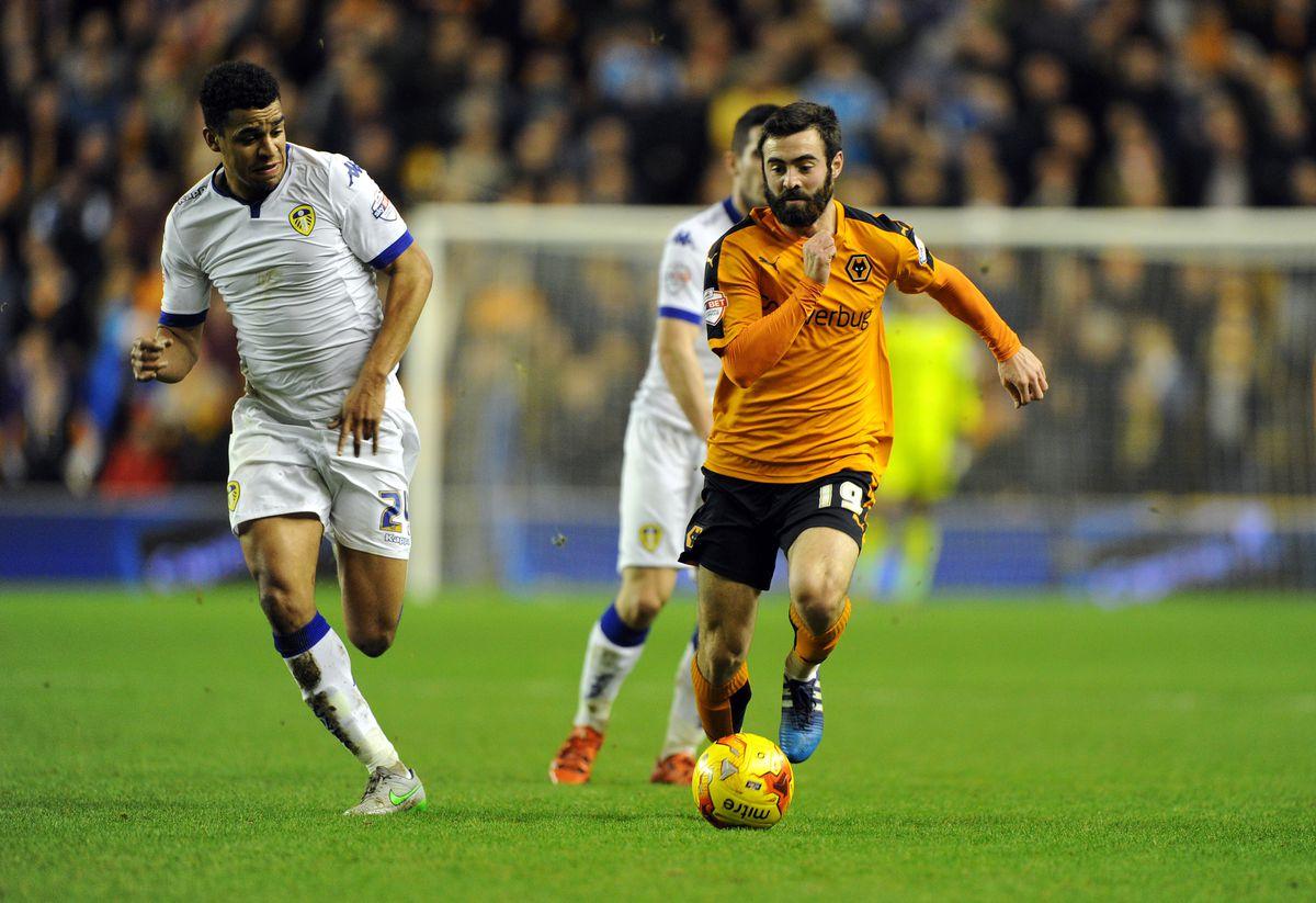 Jack Price of Wolverhampton Wanderers and Tom Adeyemi of Leeds United. (AMA)