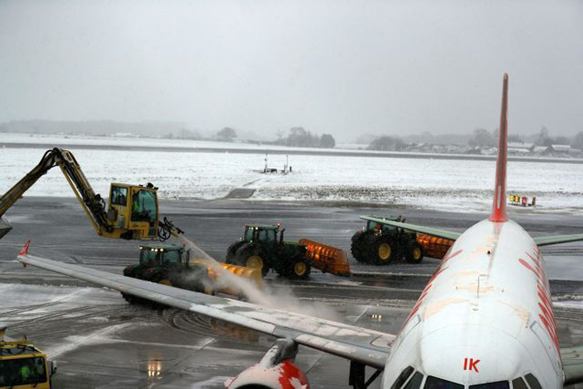 Frost being cleared from planes at Luton Airport
