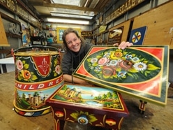 Wolverhampton signwriter wows with barge decorations