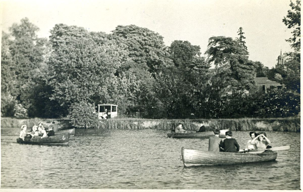 The Drayton Manor rowing boats in 1952