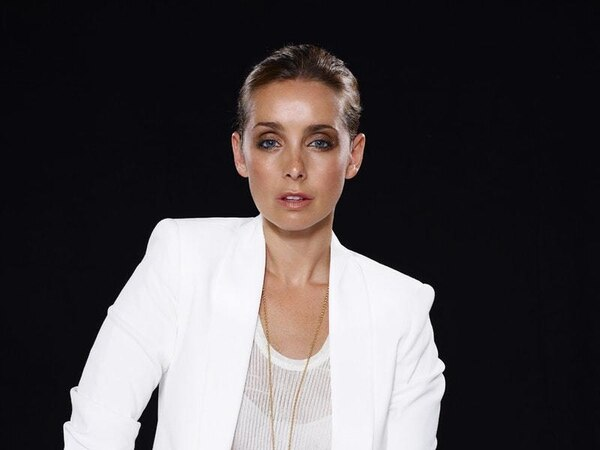 Louise Redknapp relaunches solo music career with Warner Music UK