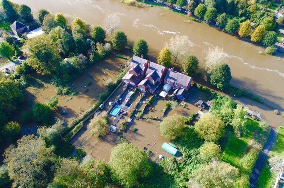 Flooding in Bridgnorth. Photo: @ChrisBaingerEA