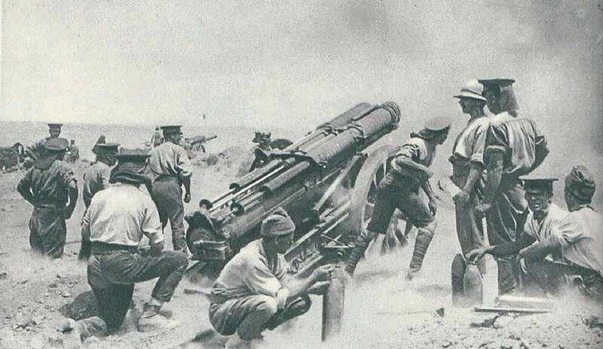 Soldiers set up heavy artillery during one of the assaults in the Gallipoli Campaign