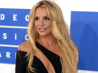 Britney braves the rain to put on a show in Scarborough