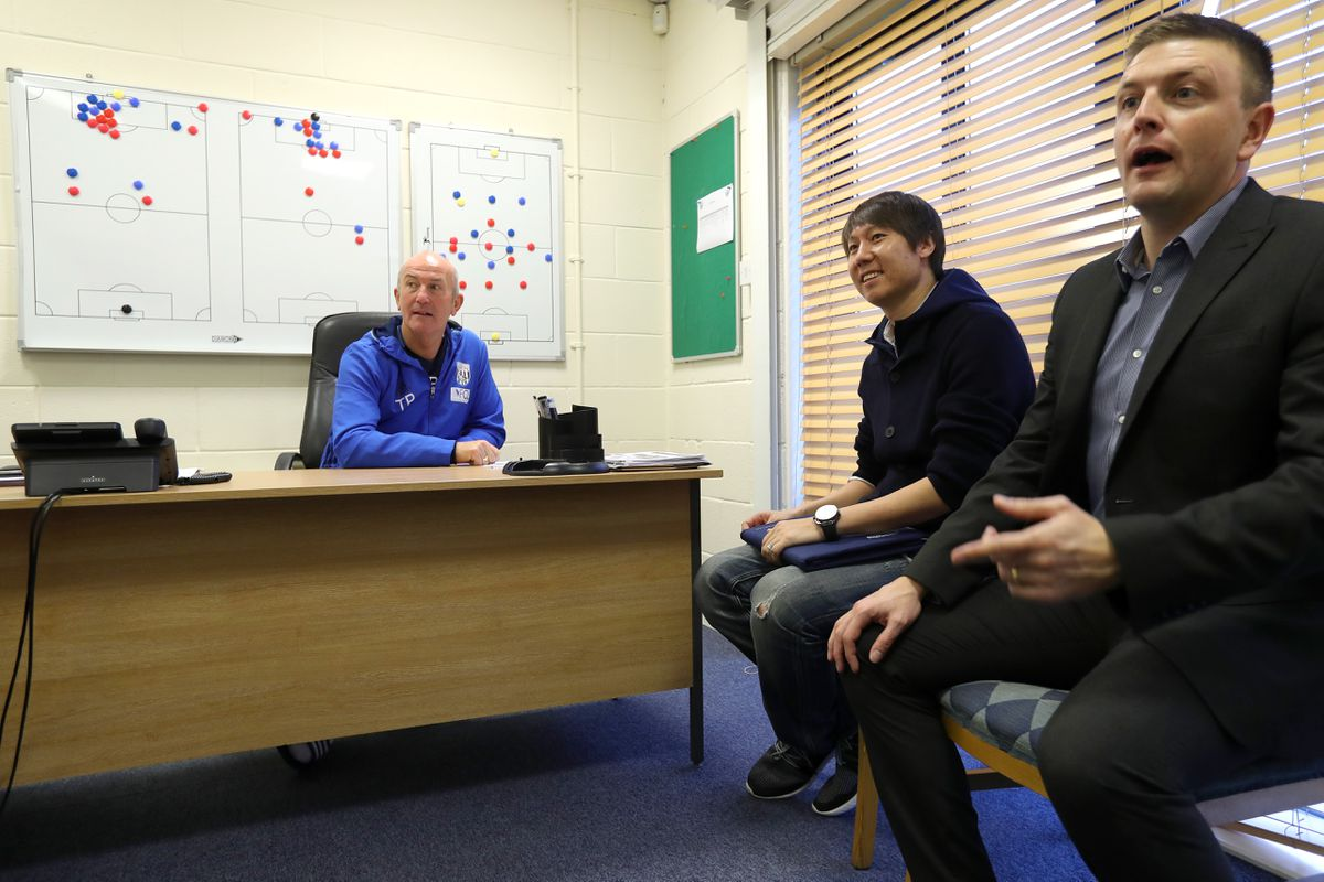 Garlick with former head coach Tony Pulis and Chinese assistant coach Li Tie.