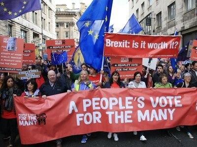 Labour politicians join marchers to demand People's Vote on Brexit deal