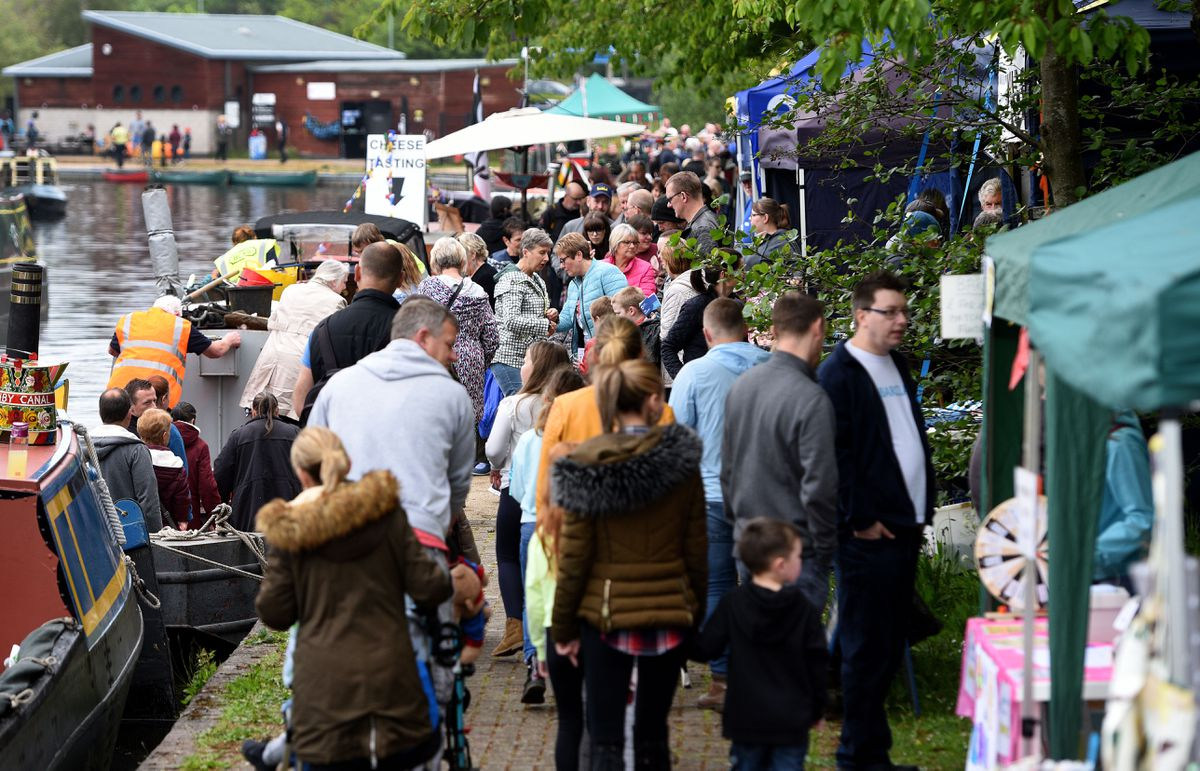 Crowds flock to the Brownhills Canalside Festival over the weekend