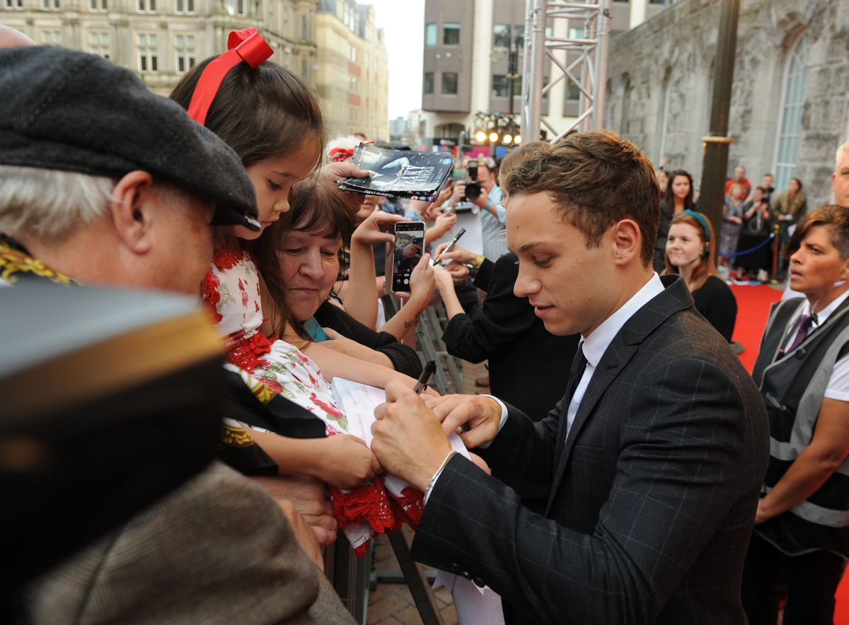 Peaky Blinders premiere, Birmingham Town Hall, Finn Cole with fans