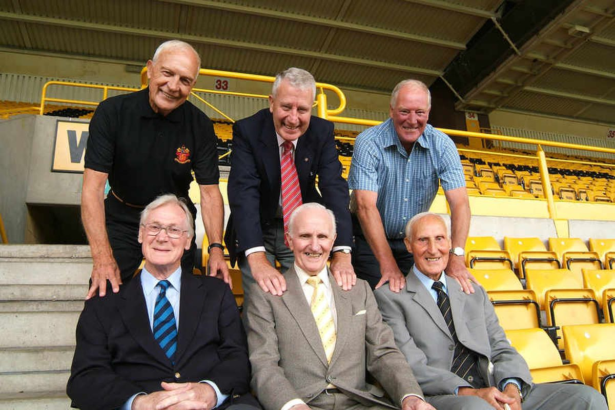 Malcolm Finlayson, Roy Swinbourne and Ron Flowers and (front from left) Bill Slater, Jimmy Dunn and Bert Williams