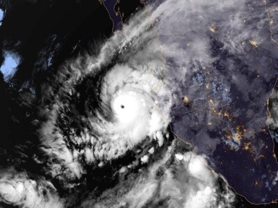 'Extremely dangerous' Hurricane Willa aims for Mexico's west coast