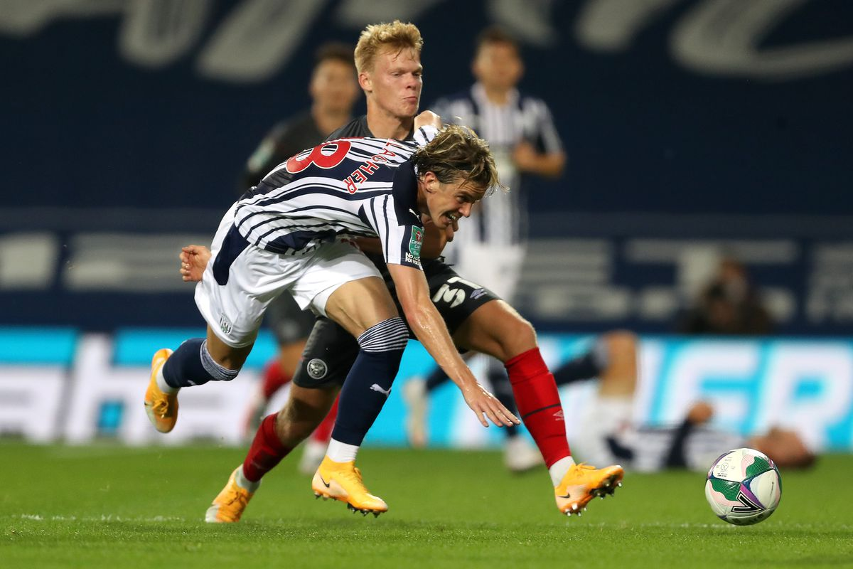 Conor Gallagher of West Bromwich Albion and Jan Zamburek of Brentford. (AMA)