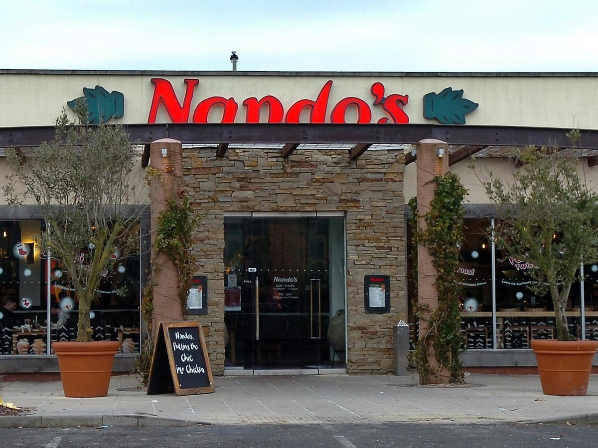 Knife and hammer raiders hold up Dudley Nando's - expressandstar.com